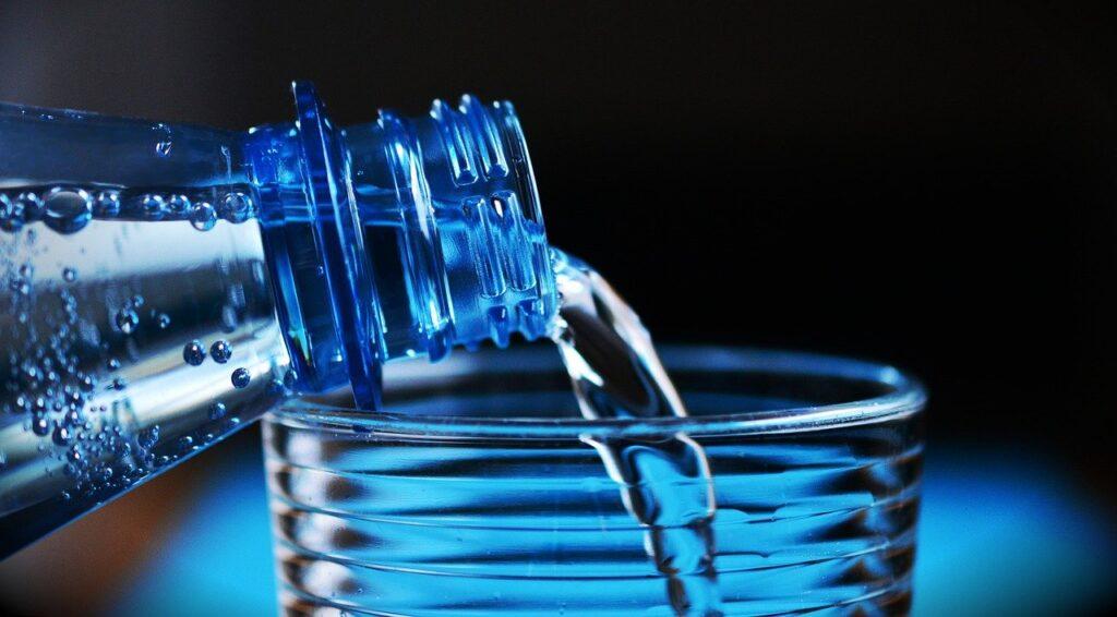 Danger pour l'environnement eau en bouteille